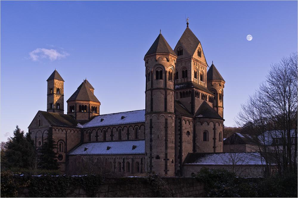 Die Klosterkirche in Maria Laach mit der Fuji Finepix X100