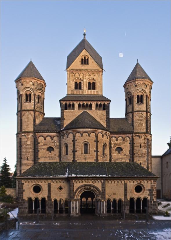 Die Klosterkirche in Maria Laach mit der Fuji Finepix X100 und Siocore Konverter