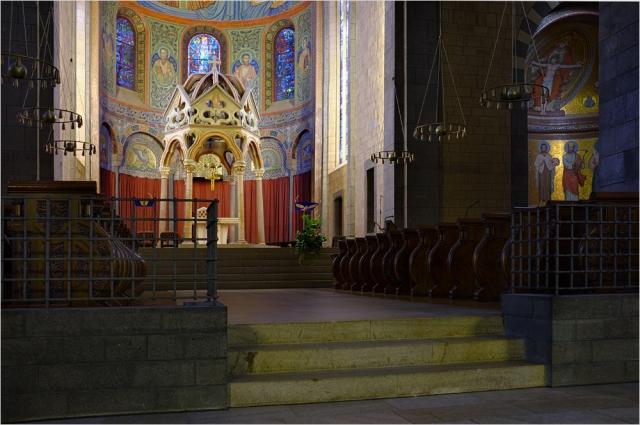 Altar der Klosterkirche in Maria Laach mit der Fuji Finepix X100