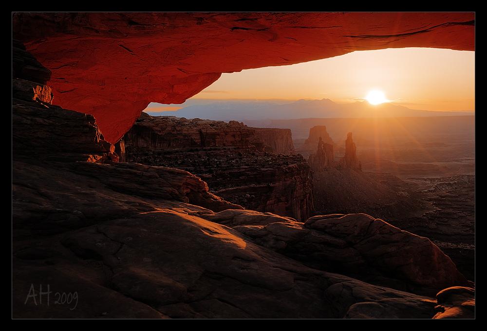Sonnenaufgang am Mesa Arch mit Nikon D300