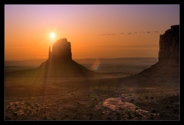 Nikon D2x - Monument Valley Sunrise