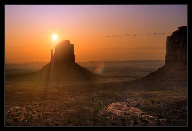 Nikon D2x - Monument Valley Sunrise