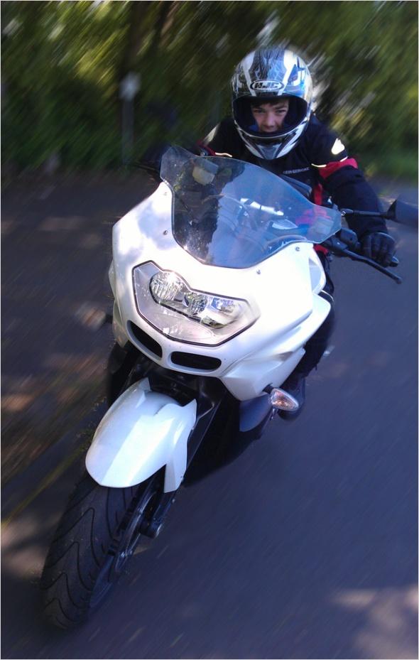 Leon auf der BMW K1200r