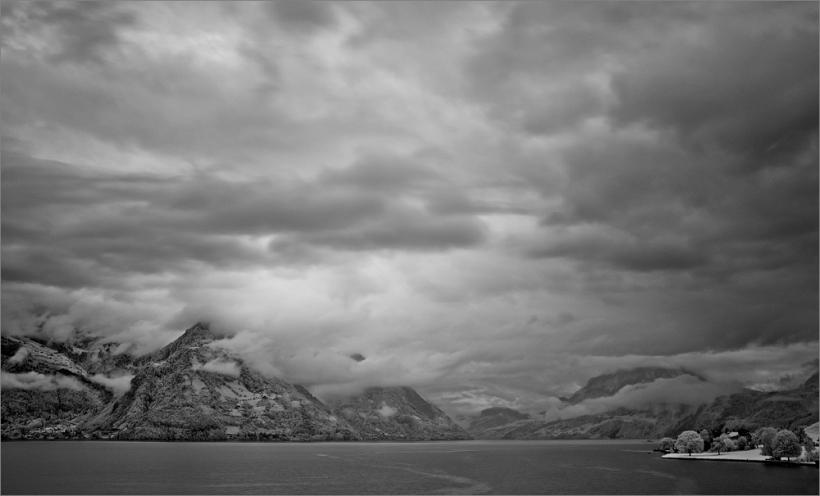 Morgenstimmung über dem Vierwaldstätter See mit Fuji X100 und Infrarotfilter