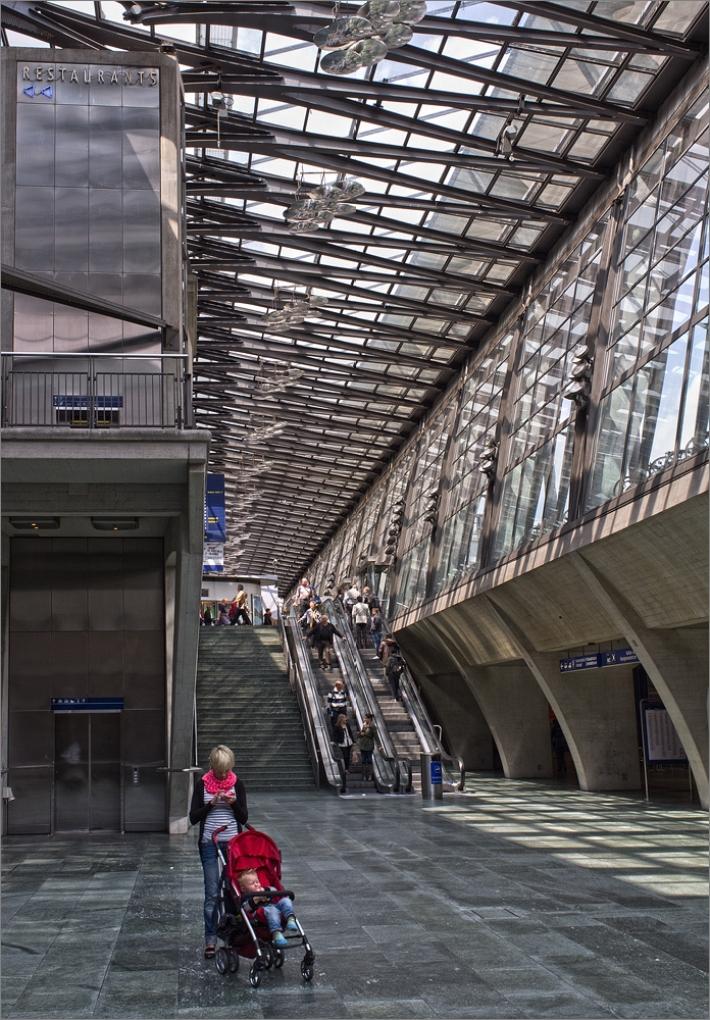 Streetfotography mit der Fuji Finepix X100 im Bahnhof von Luzern