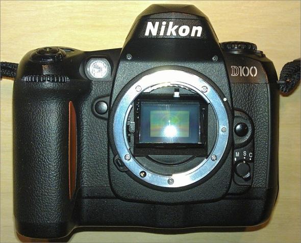 Nikon D100 - Front
