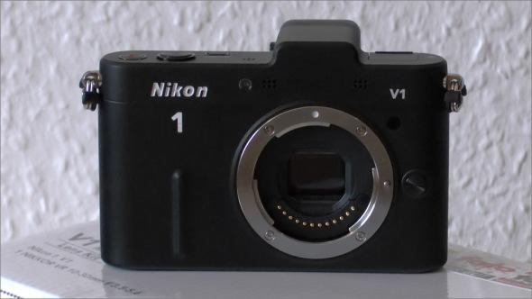 Nikon_1_V1_Front