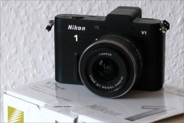 Nikon_1_V1_Front_10_30mm