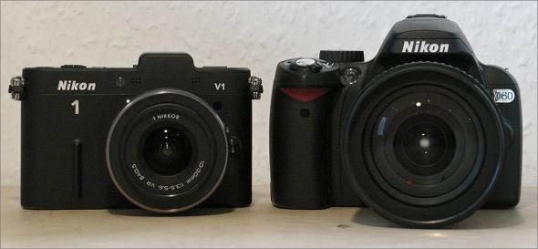Nikon_1_V1_versus_Nikon_D60_Front